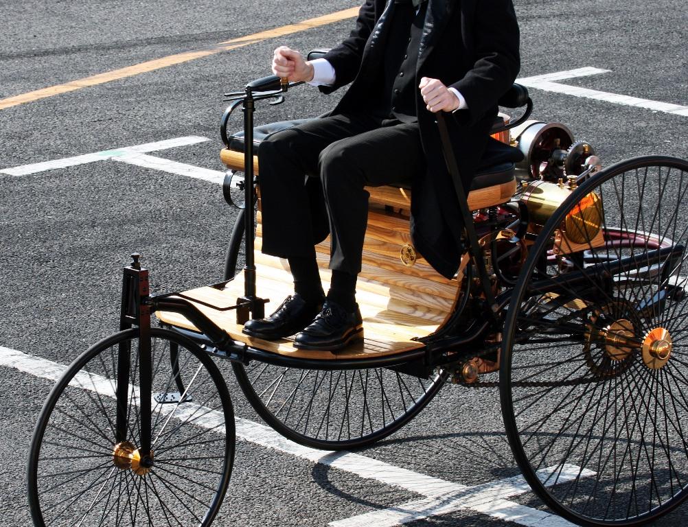 Automobil: erster Motorwagen von Benz